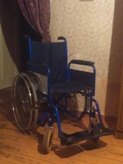 инвалидная - коляска .