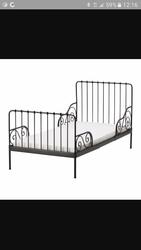 Продам детскую чёрную кровать Икея